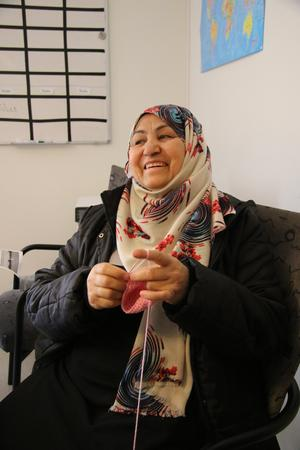 Sharifa Haidari ser fram emot marknaden där hon ska sälja boloni hon själv bakat.