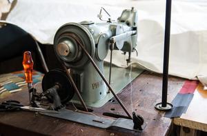 Verkstadens symaskin är en robust trotjänare.