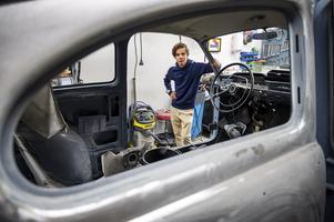 William Nyberg tillbringa 15-20 timmar i veckan i garaget tillsammans med sina bilprojekt.