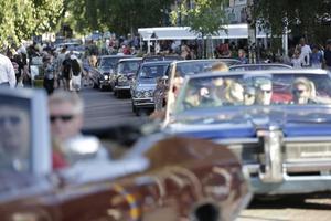Cruisingen i Rättvik drog många bilar och åskådare.