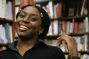 Chimamanda Ngozi Adichie har skrivit en av de böcker som har format vår värld, enligt BBC Arts. Arkivbild.