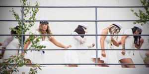 Dans efter dans avlöste varandra på balkongen.