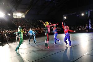 Dansare från 19 länder tävlar under helgen i disco-VM i Örebro.