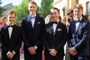 Max Björklund, Erik Sundin, Leo Holmström och Albin Notes väntade på att tåga iväg till Dalasalen.