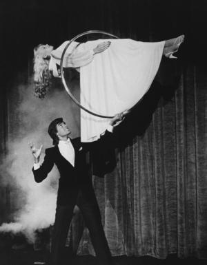 Klassiska magikern David Copperfield i ett uppträdande från 1985. Foto: AP.