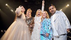 Emma Örtlund (mitten) reser tillsammans med Alexander Rådlund, Ida Johansson, Kitty Jonsson och Nicklas Hillberg till New York fashion week i nya filmen