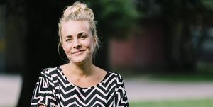 """Sara Beischers """"Jag ska egentligen inte prata om det här"""" återvänder till vårdbiträdet Moa. Bild: TT"""