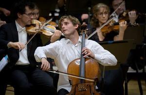 """Andreas Brantelid spelade Elgars """"Cellokonsert"""" med en lidelse som kom inifrån.Foto: Lennart Hyse"""