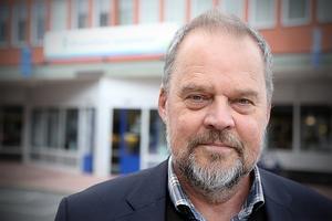 Kommunalrådet Jan Sahlén (S) ser indragen nattlig färdtjänst som en rimlig besparing.