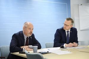 Johansson och inrikesminister Mikael Damberg under det digitala stormötet med polis och representanter från gängkommuner den 7 maj i år. Foto: Henrik Montgomery/TT