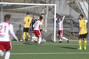 Johan Edberg inledde målskyttet för HuFF:s del.