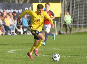 Armin Gigovic gjorde 2–0 till Sverige efter tio minuters spel.