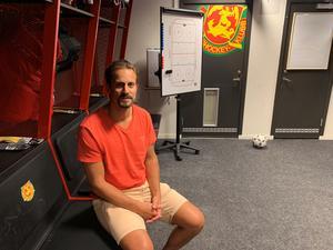 Daniel Grillfors kliver upp från spelarbänken till tränarbänken nästa säsong.