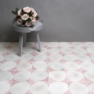 Marrakech Design har satsat på att göra cementplattor uppdaterade i en nordisk färgskala. Foto: Marrakech Design