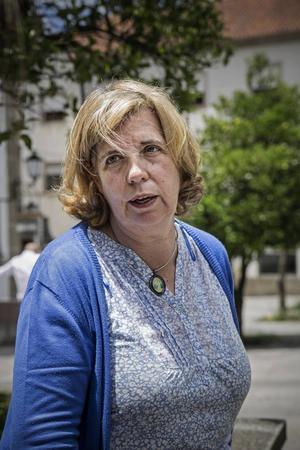 Noémia Carneiro, en av de volontärer i Guimarães som hjälper flyktingarna att integreras i samhället.
