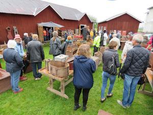 I dag tackar Norrala hembygdsförening nej till de flesta som vill skänka saker. Detta på grund av platsbrist eller att de redan har det föremålet i sin samling.