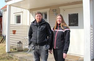 Kasper Dalkvist är uppväxt i Idkerberget och Johanna Lindgren flyttade dit för 15 år sedan. – Jag trivs jättebra här, det är lugnt och skönt, säger hon.