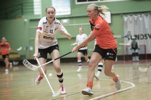 Linn Petterson och Milla Lundberg i en av många dueller.