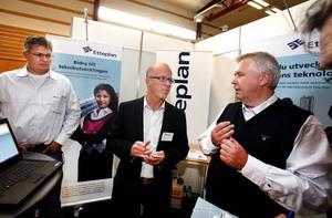 """SÖKTE MEDARBETARE. """"Jag vet vad jag kan hitta"""", sa Jan van Kuijl  (i mitten) som tillsammans med Peter Landblom och Håkan Fridström sökte medarbetare till konsultföretaget Etteplan."""