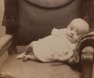 Det mystiska lilla barnet är det dock ingen som lyckats förklara.