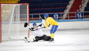 Christoffer Edlund mot Patrik Hedberg på Sveriges första träning i Erofey Arena.