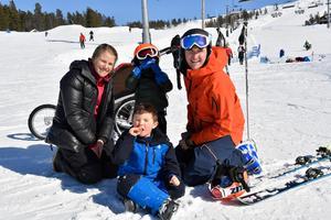 Ida Einarsson och Tommy Halvarsson med barnen Oskar och Axel, testade Idre Fjäll inför flytten tillbaka till Idre.