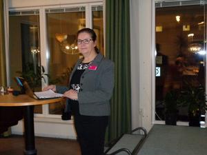 Kundrådgivare Mona Olander från Folksam besökte SKPF:s möte i Hudiksvall.