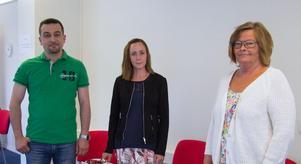 Det är svårt att få tag i sommarvikarier till omsorgen, berättar Linda Smedberg på socialförvaltningen i Fagersta (mitten). Med henne på rekryteringsmässan var även Anneli Karlsson,  socialförvaltningen, och Husam Zohour, undersköterska i hemtjänsten.