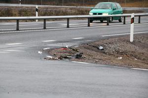 I utfarten från väg 633 från Hallsberg finns spår av en krock som inträffat. Sedan trafiken släpptes på för en dryg vecka sedan har minst tre olyckor inträffat.