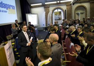större och större. Att hålla Sverigedemokraterna borta från riksdagen är ett arbete som de etablerade partierna borde förenas i, skriver Jenny Wennberg. Bilden är från partiets landsdagar i helgen.