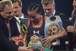 Cecilia Brækhus är den boxare – män och kvinnor – i historien som varit regerande mästare samtidigt för WBA, WBC, WBO och IBF under längst tid, sedan den 13 september 2014. Senaste titelförsvaret gick hon i december. Arkivfoto: Lise Åserud/TT
