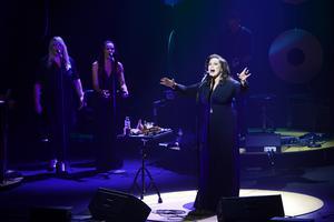 Lisa Nilsson firar sen födelsedag för albumet