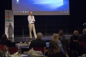 Björn Österlund exporterar genom sitt företag varor från Hudiksvall till bland annat Dubai.