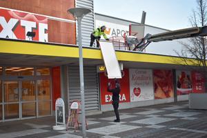 4 december. En era på gågatan tog definitivt slut när Coops skyltar plockades ned och butiken stängt.