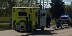 Föraren fördes till sjukhus efter olyckan.