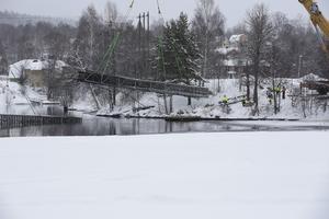 Den 7 februari lyftes de skadade brodelarna upp ur vattnet. Delarna var bara skrot och kan inte repareras, konstaterar i dag kommunalrådet Fredrik Rönning (S).