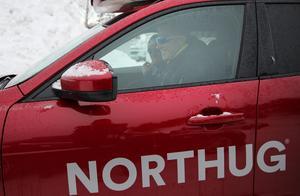 Petter Northug hoppade in i sin bil efter den misslyckade tävlingen i Piteå och lämnade inte några kommentarer till pressen.Foto: Geir Olsen/TT