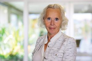 Lena Carlsson, tillförordnad sjukhusdirektör, berättar att frågan om huruvida den anmälda läkaren tillåts hålla på med bisysslor medan den externa utredningen pågår inte varit uppe på bordet. Bild: Anneli Egland/RVN