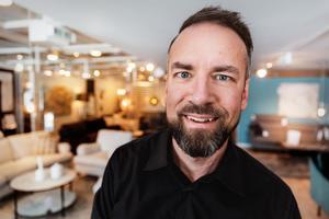 Fredric Thunell är butikschef på möbelvaruhuset Mio i Falun.