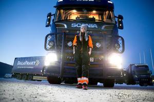 Petra Eriksson får köra Dalarnas enda lastbil som har dispens för den tyngre fordonsklassen BK4.