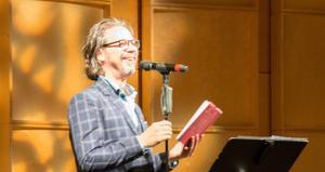 Bob Hansson, folkkär poet, gästade årets promenadkonsert med sin poesi, full av insikt och människokärlek.