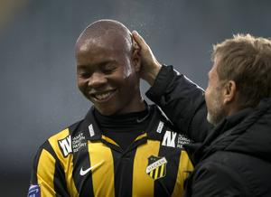 Carlos Strandbergs övergång till Dortmund ser ut att inte bli av. Häckenanfallaren spelar mot Norrköping.