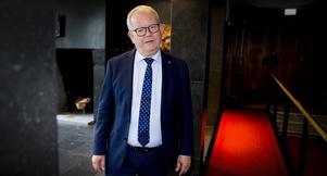 Anders Teljebäck (S) tror att företag satsar i Västerås för att kommunledningen åker till Cannes.