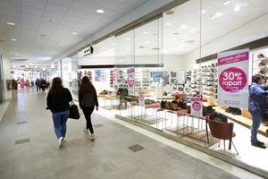 Skoförsäljningen i landet har ökat hittills i år. Men för Eccobutiken i Niangallerian i Gävle har det inte gått så bra. Den stängs inom kort.
