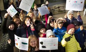 På fredagen demonstrerade Håstaskolans elever mot en eventuell nedläggning.