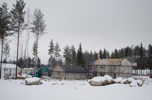 Byggandet i Lilla Källviken pågår under vintern. Myresjöhus är vanligaste hustypen på området.