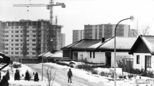 Rönnby under uppbyggnad under andra delen av 1970-talet, vilket enligt VLT:s fredagskrönikör resulterade i uppdelningen