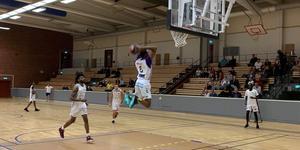 Gary Blackston, ny i Stars, går på dunk. Foto: Örjan Lännbrink/Köping Stars