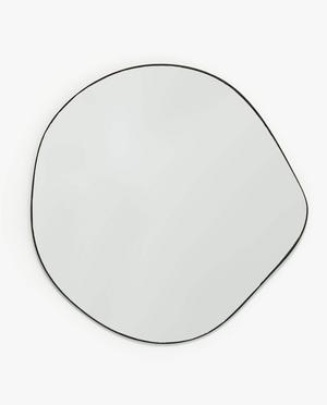 11. Spegel i ovanlig form, cirka 62x64 cm, 799 kronor hos Zara Home.