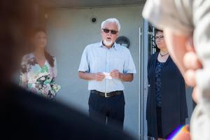 Ulf Nyrén, ordförande i Bollnäs Bostäder, talade och klippte band klockan tio på förmiddagen.